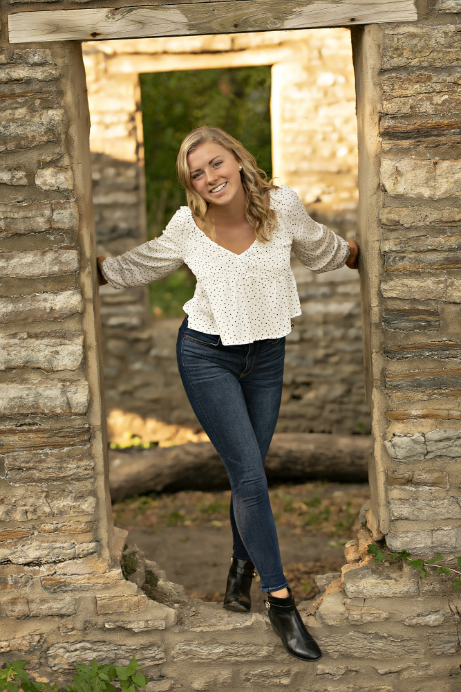 erin-young-portrait-design-seniors-HGEUE5OCGVB0.jpg